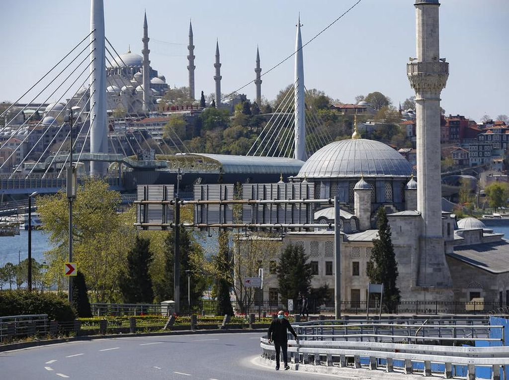 5 Wisata Bangunan Bersejarah Istanbul yang Tak Jauh dari Hagia Sophia