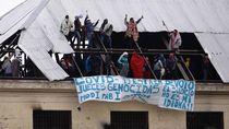 Takut Corona, Napi di Argentina Bakar Kasur hingga Panjat Atap
