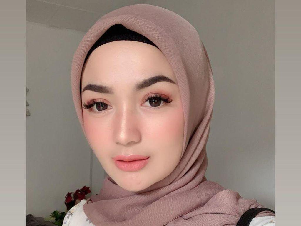 Di Postingan Ini, Mantan Istri Sirajuddin Mahmud Dikira Zaskia Gotik