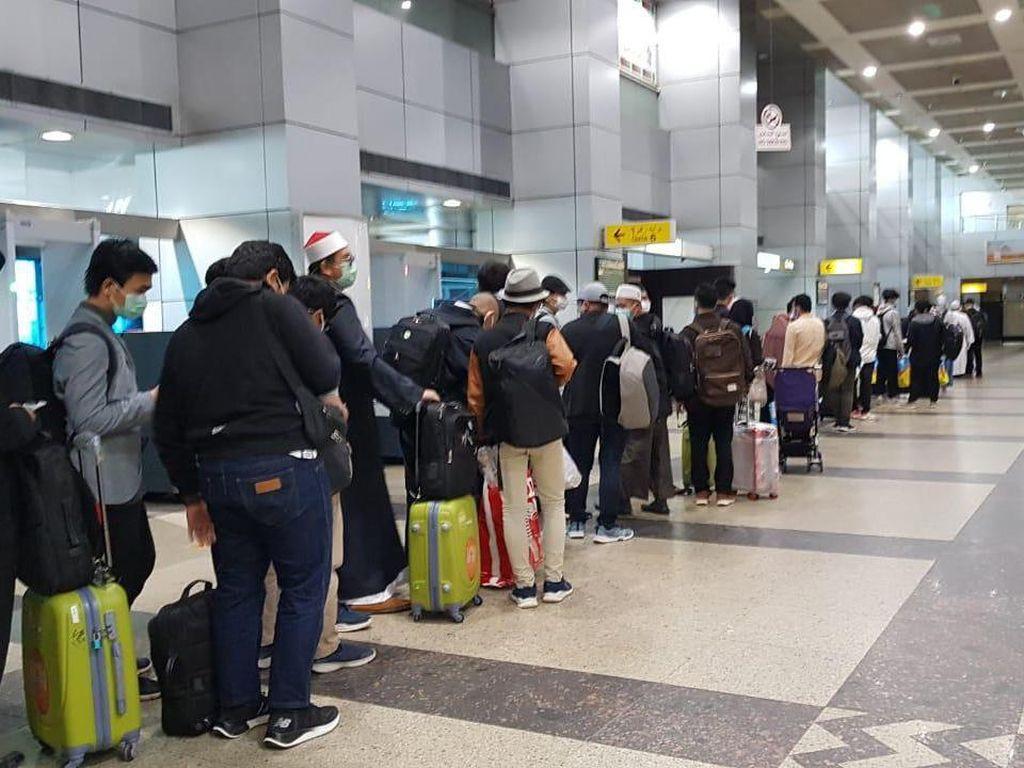 Meski Ada Penutupan Penerbangan, 75 WNI di Mesir Pulang ke Tanah Air