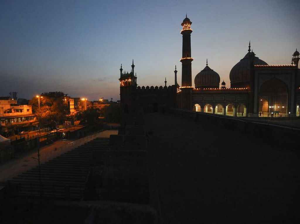 Kasus Corona Melonjak, Masjid Terbesar New Delhi Ditutup Lagi