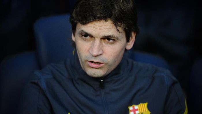 BARCELONA, SPAIN - MAY 02:  Coach Assistant Tito Vilanova of FC Barcelona looks on from the bench prior to the La Liga match between FC Barcelona and Malaga CF at Camp Nou Stadium on May 2, 2012 in Barcelona, Spain. Tito Vilanova will be the FC Barcelona head coach next season. FC Barcelona won 4-1.  (Photo by David Ramos/Getty Images)