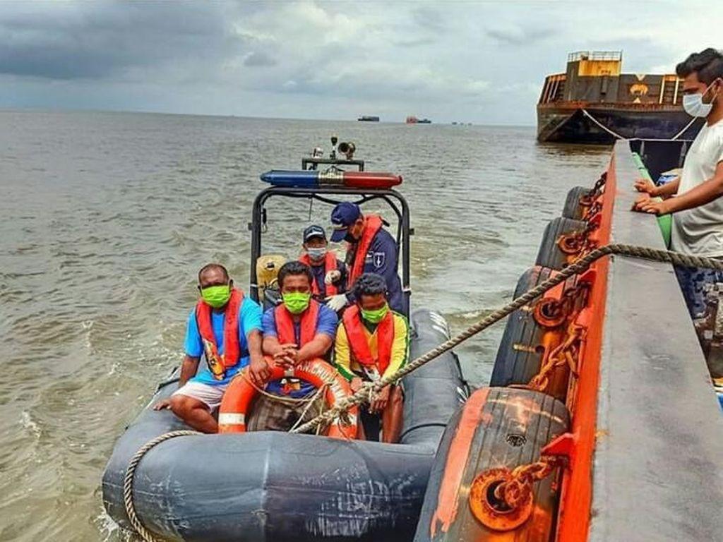 Kapal Muatan Kayu Tenggelam di Banjarmasin, Kemenhub Kerahkan Bantuan