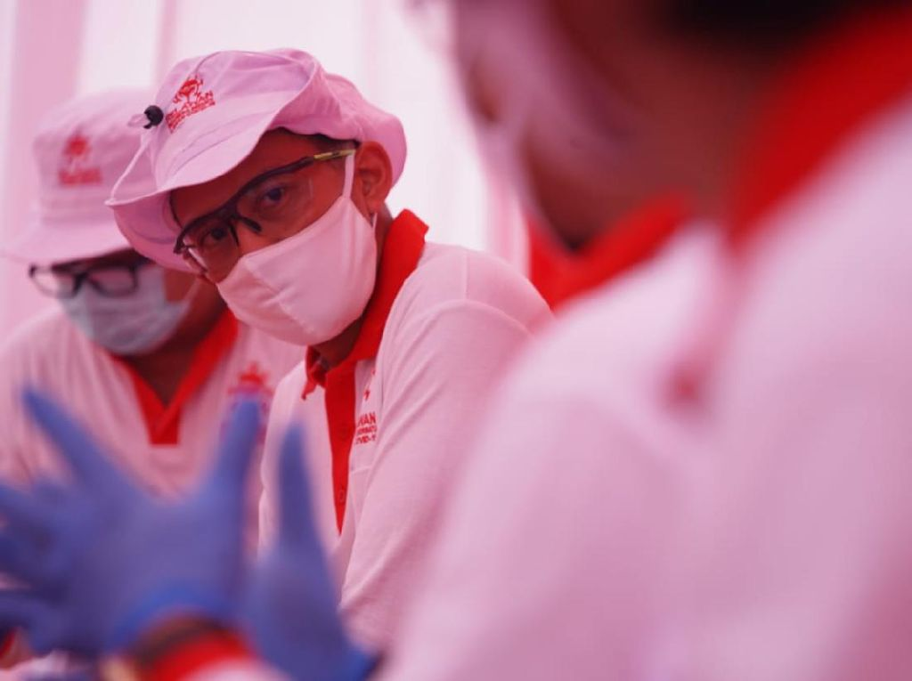 Sandiaga Gelar Rapid Test Corona, 28 Warga Dirujuk ke RS Darurat Wisma Atlet