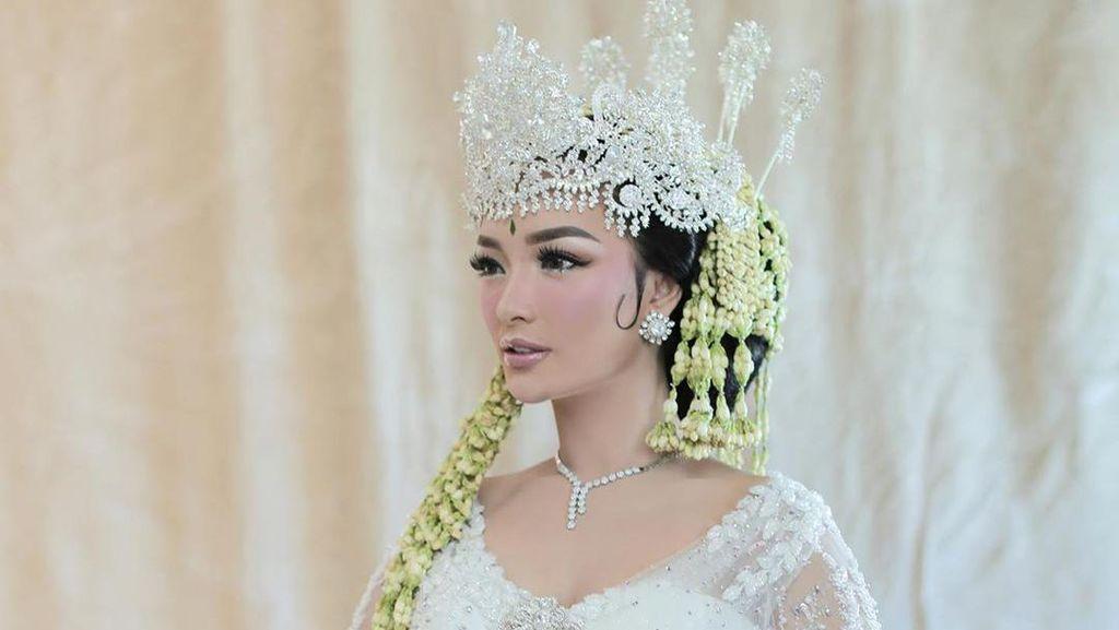 Foto: Anggunnya Zaskia Gotik Pakai Kebaya Ivan Gunawan Saat Menikah Siri