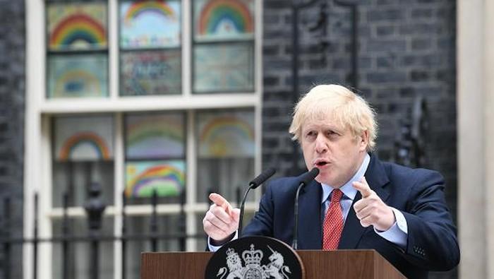 Perdana Menteri (PM) Inggris, Boris Johnson, kembali muncul ke publik setelah nyaris sebulan terinfeksi virus Corona.