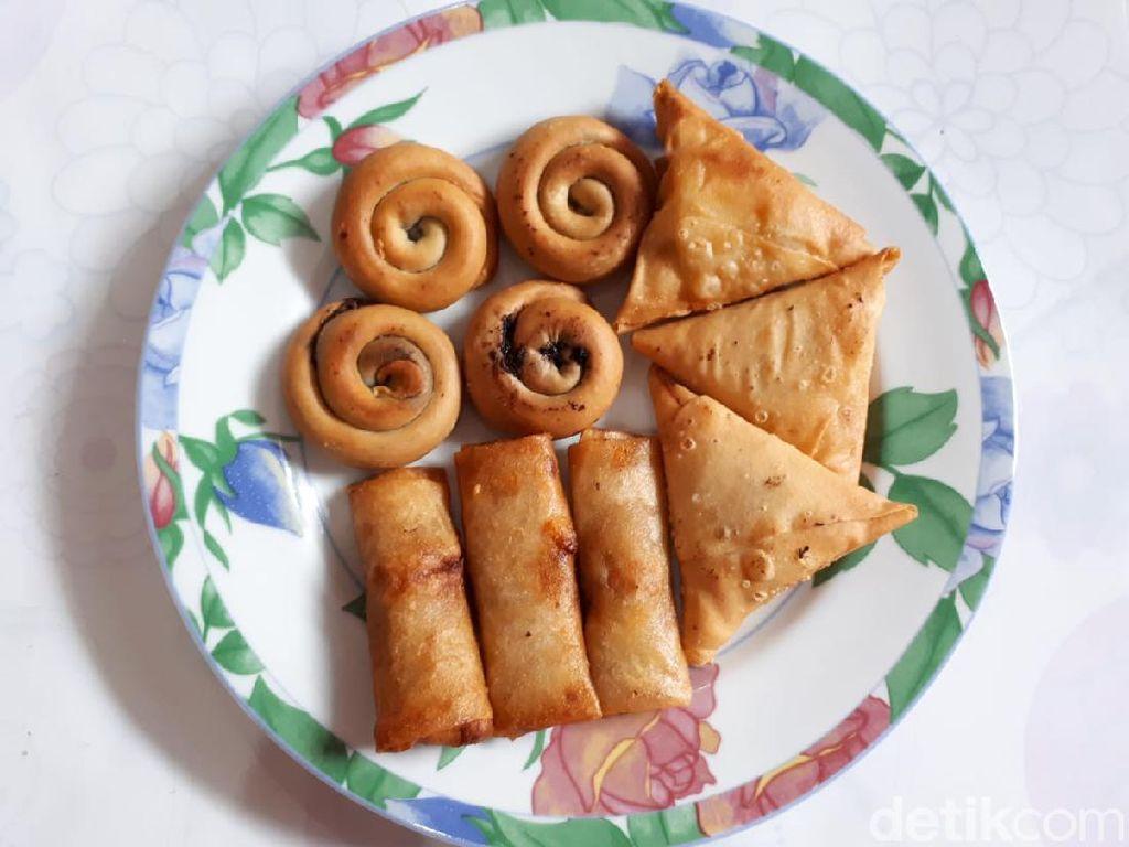 Roti Coklatku: Ngemil Mamol Coklat dan Lumpia Jagung Pedas untuk Berbuka