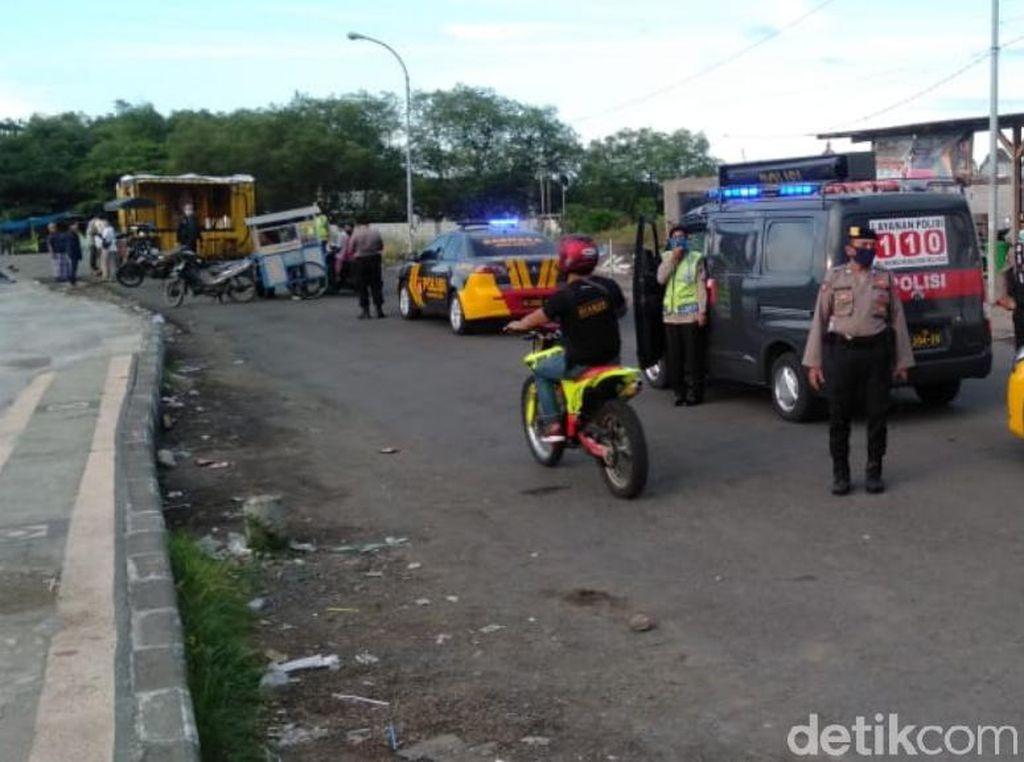 Polisi Jaga Tempat Ngabuburit di Kota Pasuruan, Berkerumun Langsung Dibubarkan