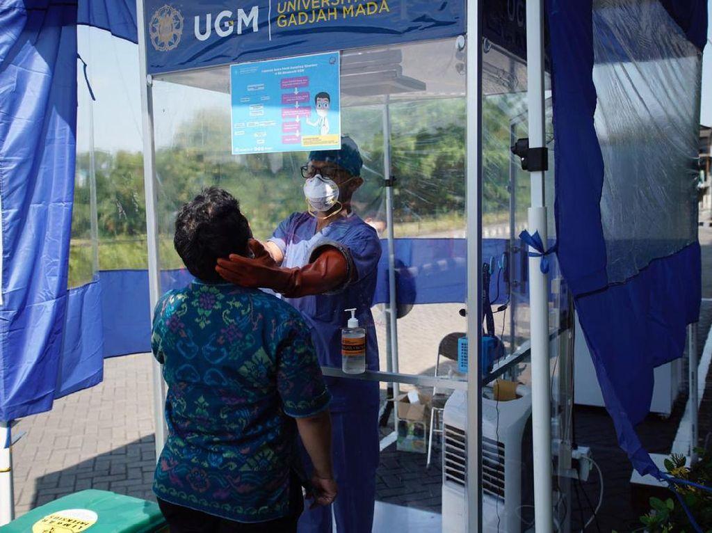 Penampakan Bilik Swab RSA UGM, Alternatif Menghemat APD