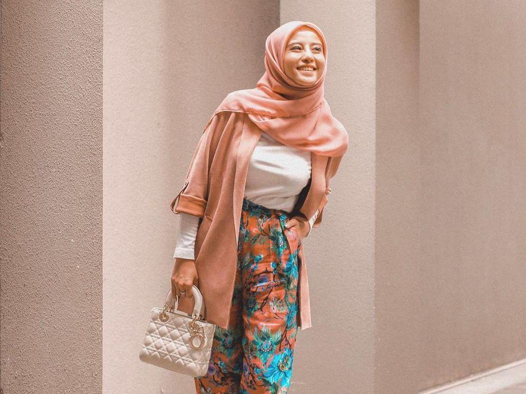 Bikin Pangling, Gaya OOTD Awkarin yang Berhijab Selama 30 Hari Ramadhan