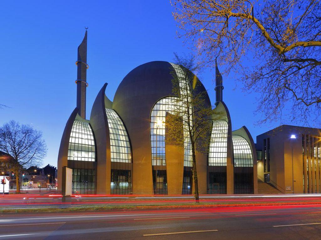 Saat Ratusan Masjid di Eropa Bisa Kumandangkan Adzan Lewat Speaker