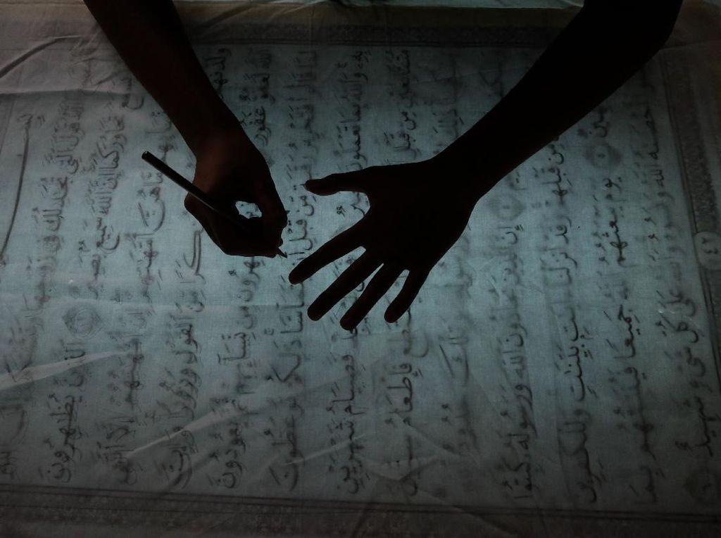 Intip Pembuatan Batik Mushaf Alquran di Solo