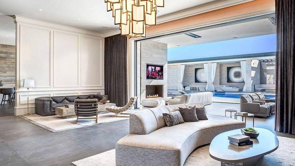 Foto: Rumah Baru Kylie Jenner Rp 562 M, Garasinya Bisa Muat 20 Mobil