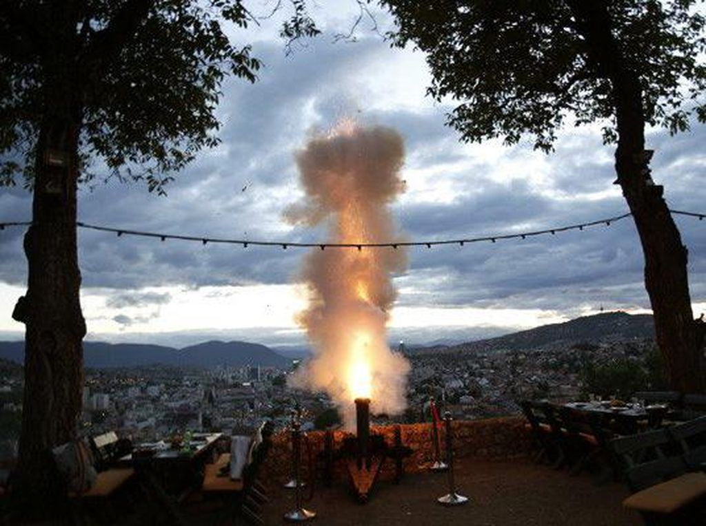 Sarajevo Punya Tradisi Menembak Meriam di Bulan Ramadhan