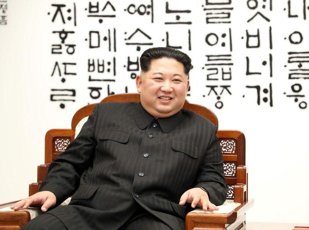 Kim Jong-un Diisukan Meninggal Hingga Pelesiran Pakai Kapal