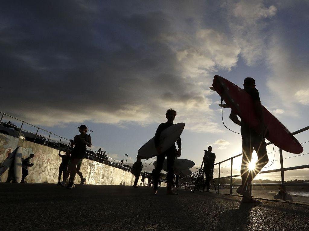 Pantai di Australia Kembali Dibuka Usai Kasus Corona Mulai Membaik