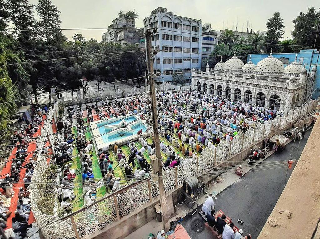 Ribuan Muslim di Bangaldesh Salat Id Berjemaah
