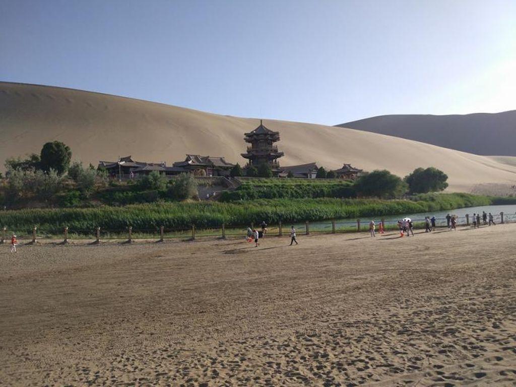 China Juga Punya Oasis di Tengah Gurun