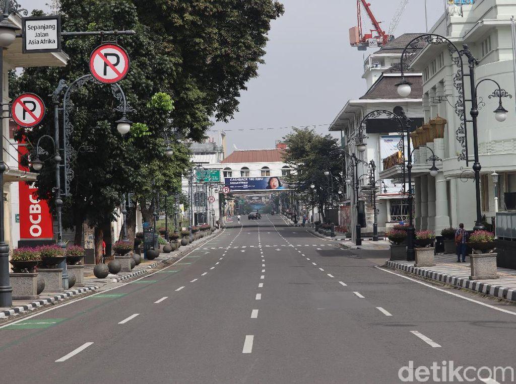 Sepinya Jalan Asia Afrika Bandung saat PSBB