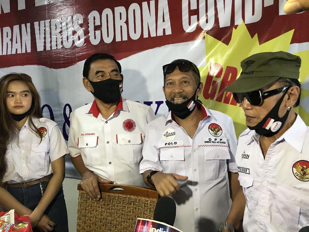 Peduli COVID-19, Tessy dan Polo Bagi 1000 Masker dan Sembako