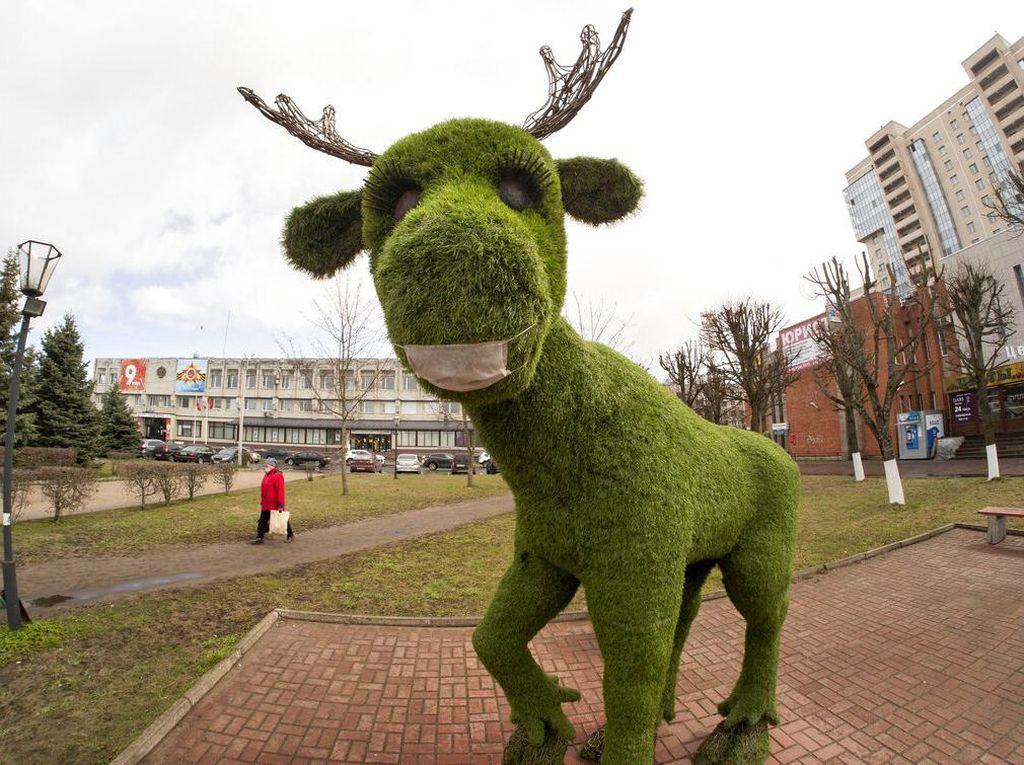 Patung Rusa di Rusia pun Bermasker