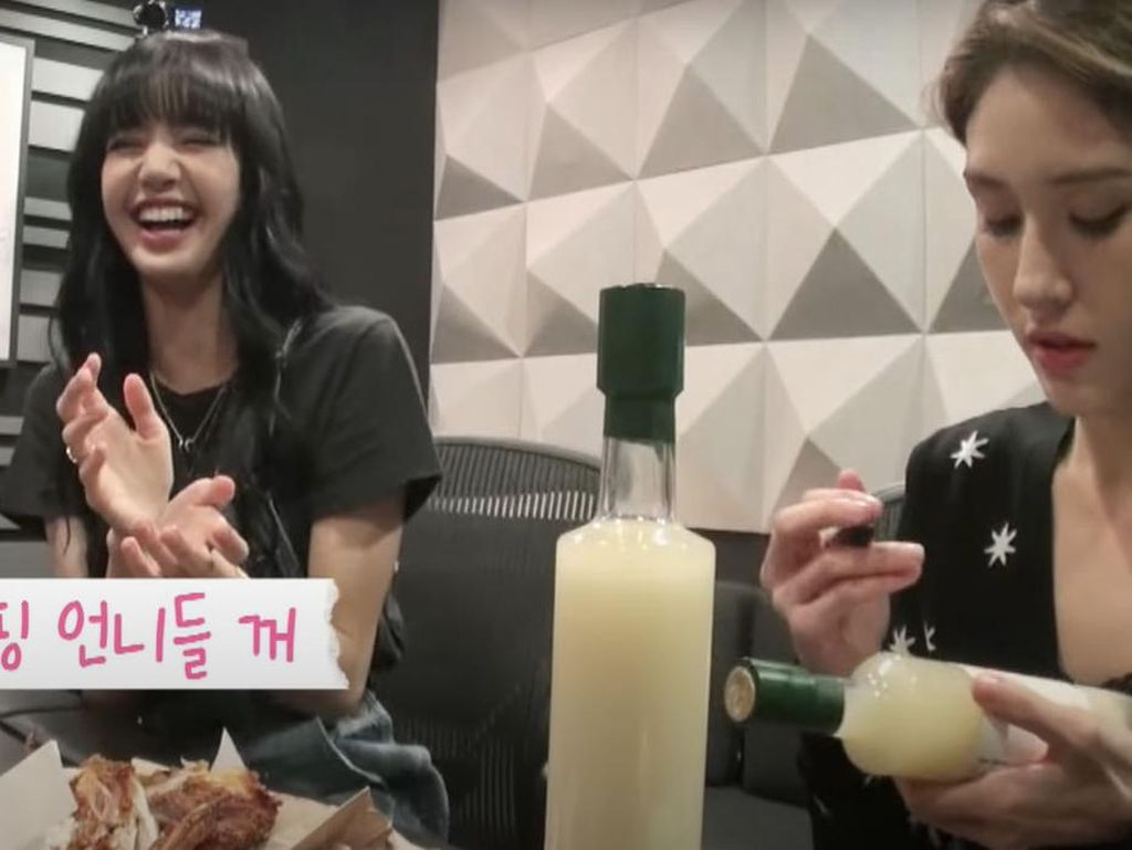 Gabut Bareng, Lisa BLACKPINK dan Jeon Somi Makan Ayam Sambil Main Game