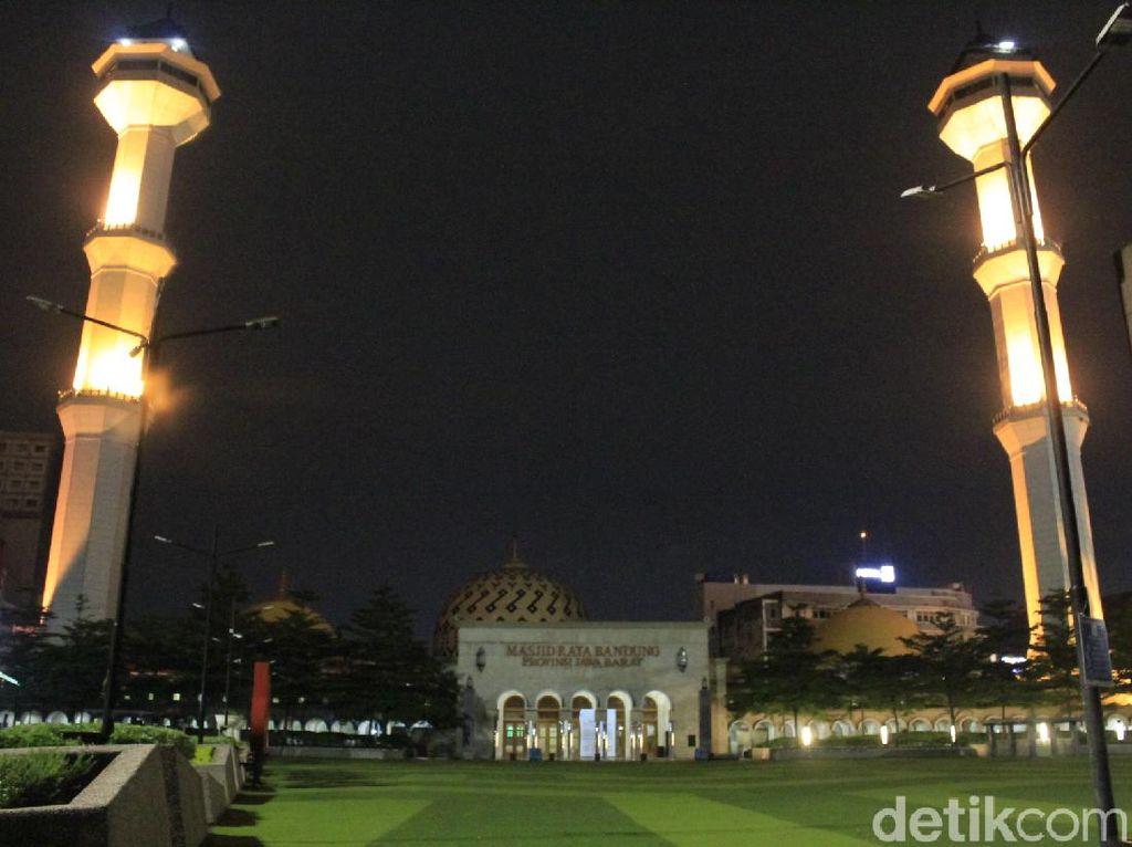 New Normal Jabar, Ridwan Kamil: Salat di Masjid Boleh Tapi Dibatasi