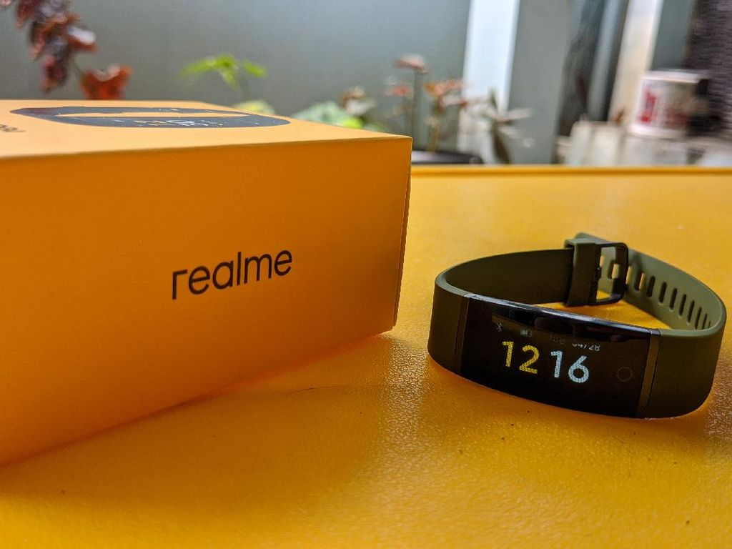 Unboxing Realme Band, Fitness Tracker Murah Penantang Mi Band