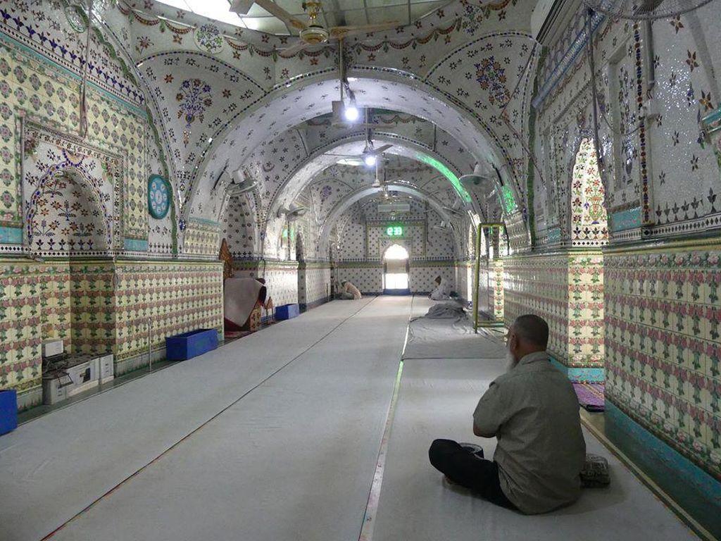 Potret Masjid Bangladesh yang Dihiasi Bahan Daur Ulang