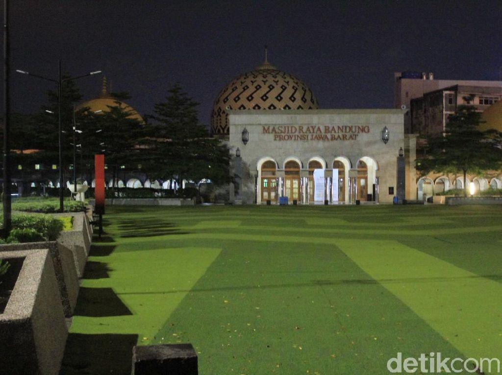 Heningnya Malam Ramadhan di Masjid Raya Bandung