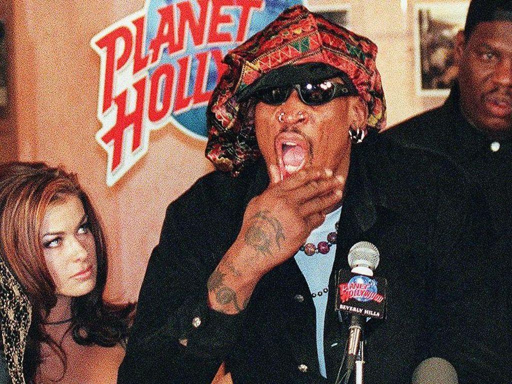 Kisah Carmen Electra-Dennis Rodman Bercinta di Lapangan Bulls