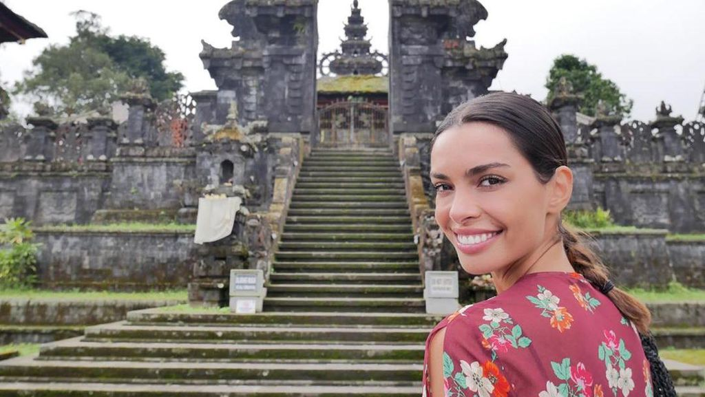 Foto: Model Cantik Istri Dani Alves yang Kangen Bali