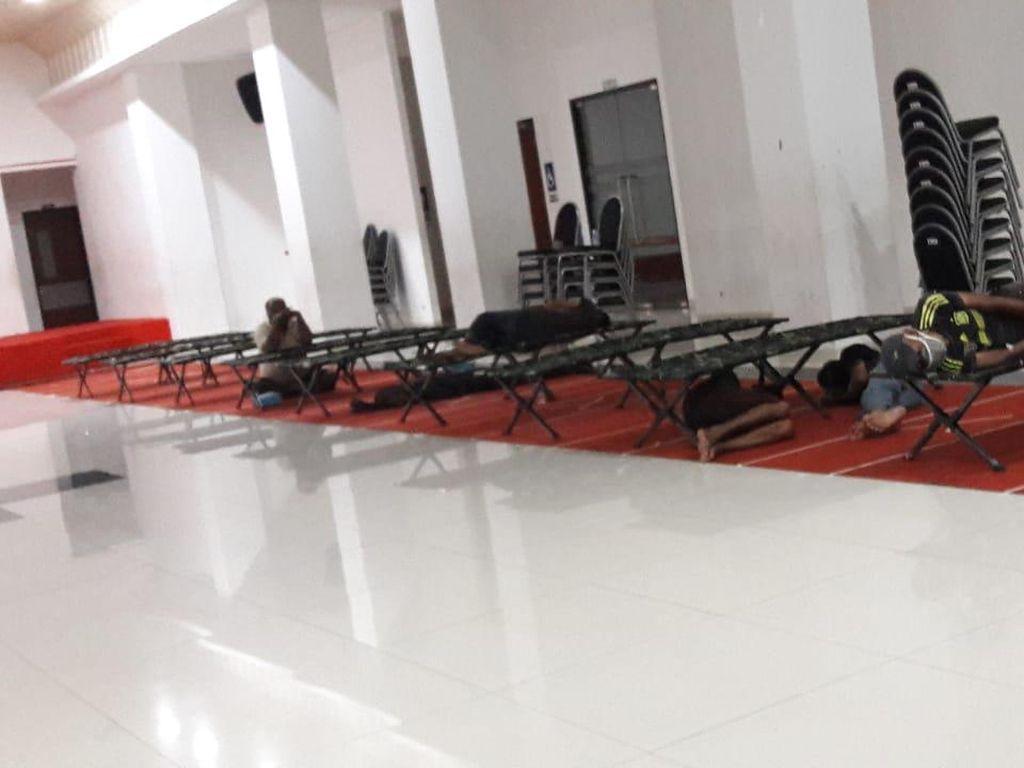 Pemkot Jakbar Tampung Tunawisma di GOR Cengkareng