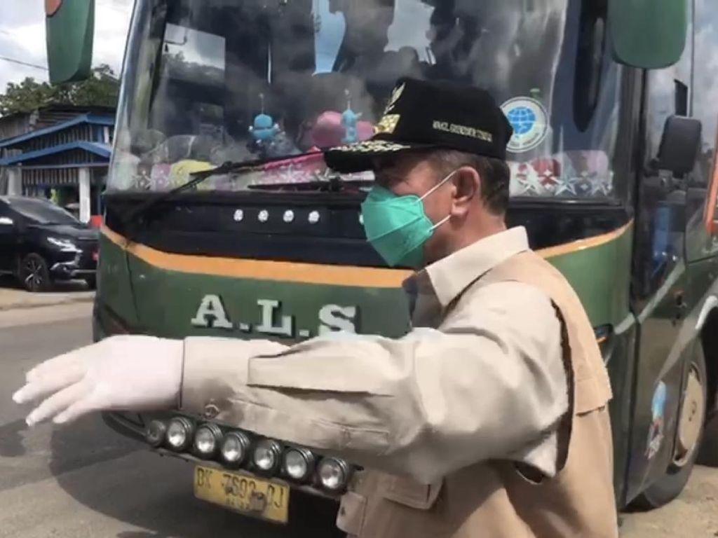 Hendak Masuk Sumbar, Bus AKAP Berpenumpang Disuruh Putar Balik
