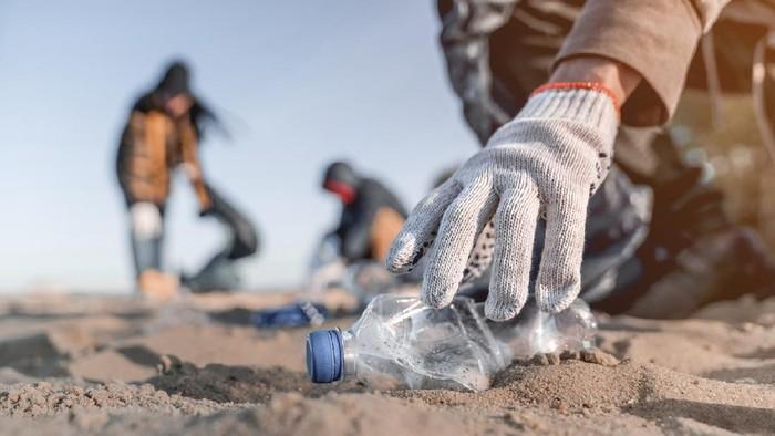 Ilustrasi sampah di pantai