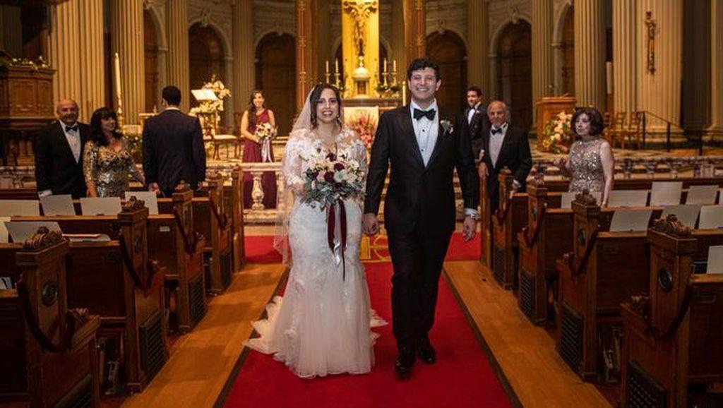 Foto Pasangan Nikah Saat Corona di Gereja Kosong Viral, Ada Penampakan Tamu