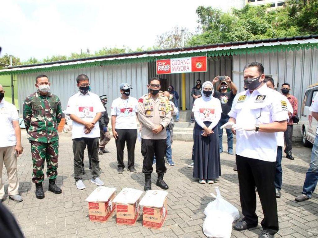 Ketua MPR Beri Bantuan Sembako ke Ratusan Marbot dan Mantan Napi