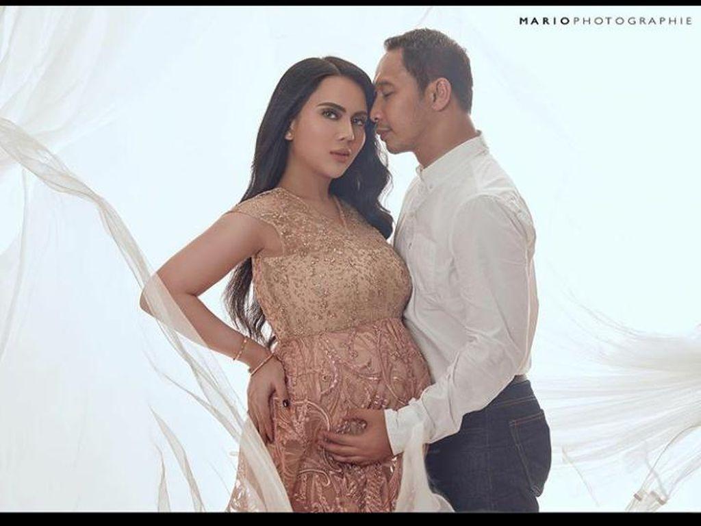 Anggita Sari Pamer Foto Maternity, Inikah Suaminya?