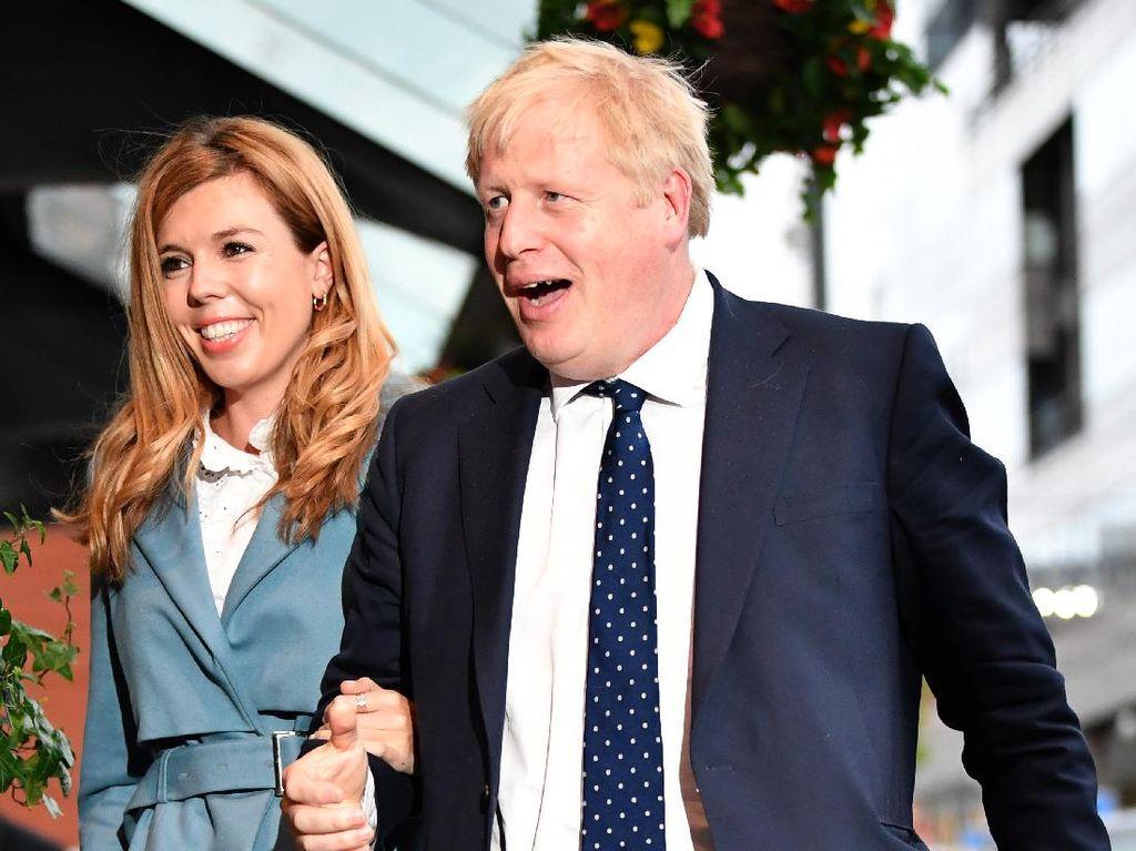 Sempat Terinfeksi Corona, PM Inggris Kini Liburan Bareng Pacar