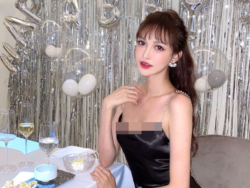 Kisah Kelam di Balik Wajah Cantik Model di Poster Iklan Operasi Plastik