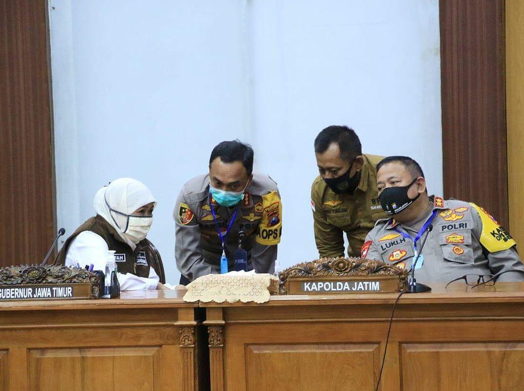 Khofifah Minta Industri di Surabaya Raya Atur Ulang Shift Kerja Selama PSBB