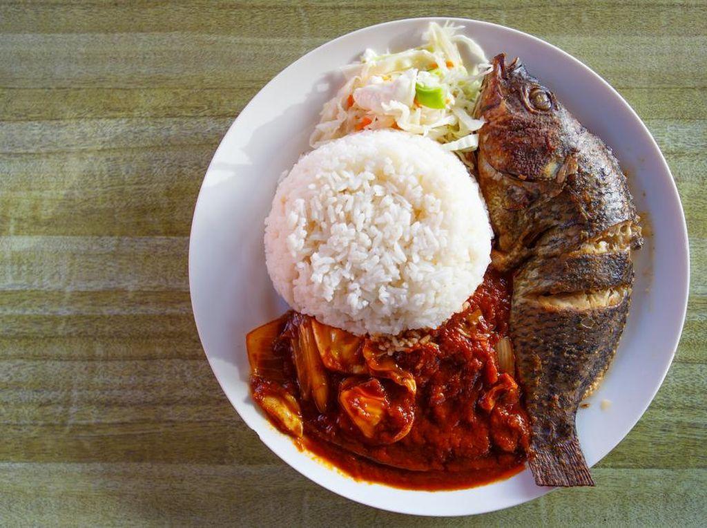 KKP Bagikan 15 Ribu Nasi Ikan Selama Ramadhan
