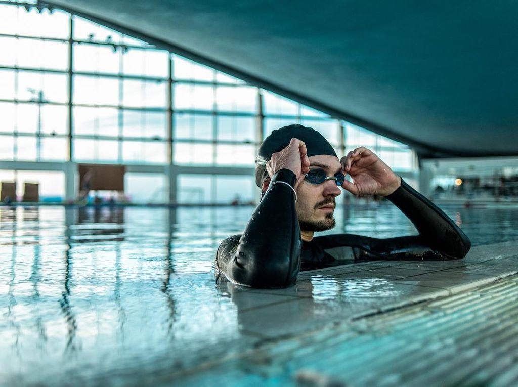 Bisakah COVID-19 Menular Lewat Berenang dan Pertanyaan Lainnya