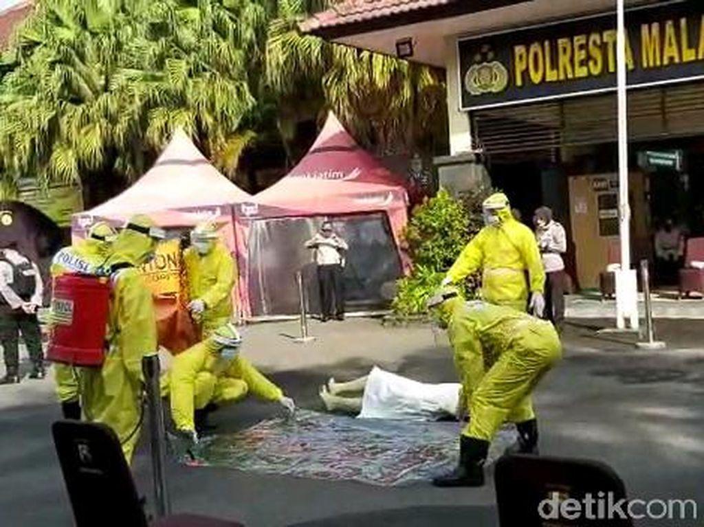 Enam Polisi di Malang Jadi Relawan Pemulasaraan Jenazah Pasien Corona