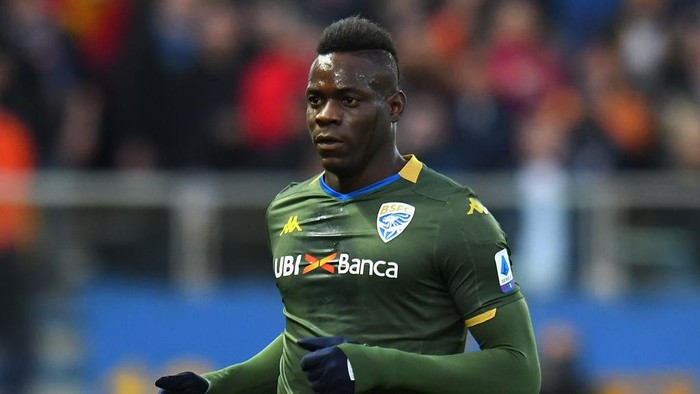 PARMA, ITALY - DECEMBER 22:  Mario Balotelli of Brescia Calcio looks on during the Serie A match between Parma Calcio and Brescia Calcio at Stadio Ennio Tardini on December 22, 2019 in Parma, Italy.  (Photo by Alessandro Sabattini/Getty Images)