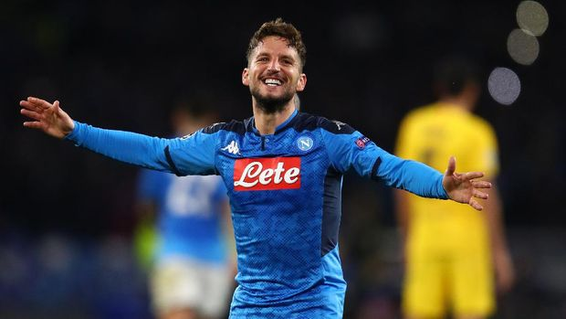 NAPLES, ITALY - FEBRUARY 25: Dries Mertens of Napoli celebrates scoring the opening goal during the UEFA Champions League round of 16 first leg match between SSC Napoli and FC Barcelona at Stadio San Paolo on February 25, 2020 in Naples, Italy. (Photo by Michael Steele/Getty Images)