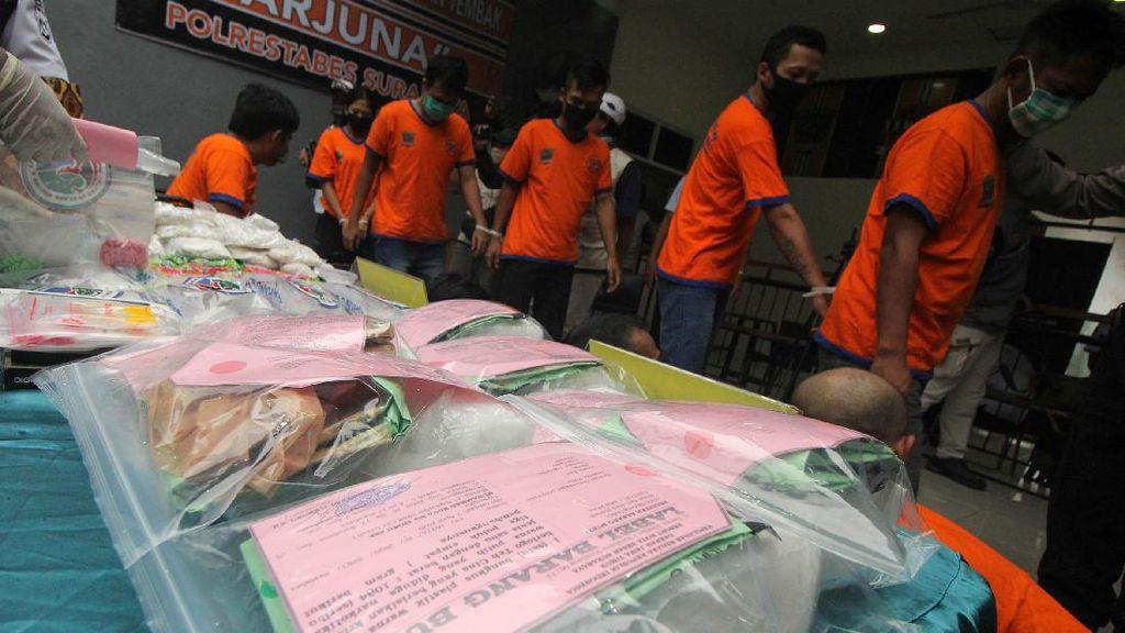 Gulung 31 Tersangka, Polisi Amankan Sabu hingga Pil Koplo