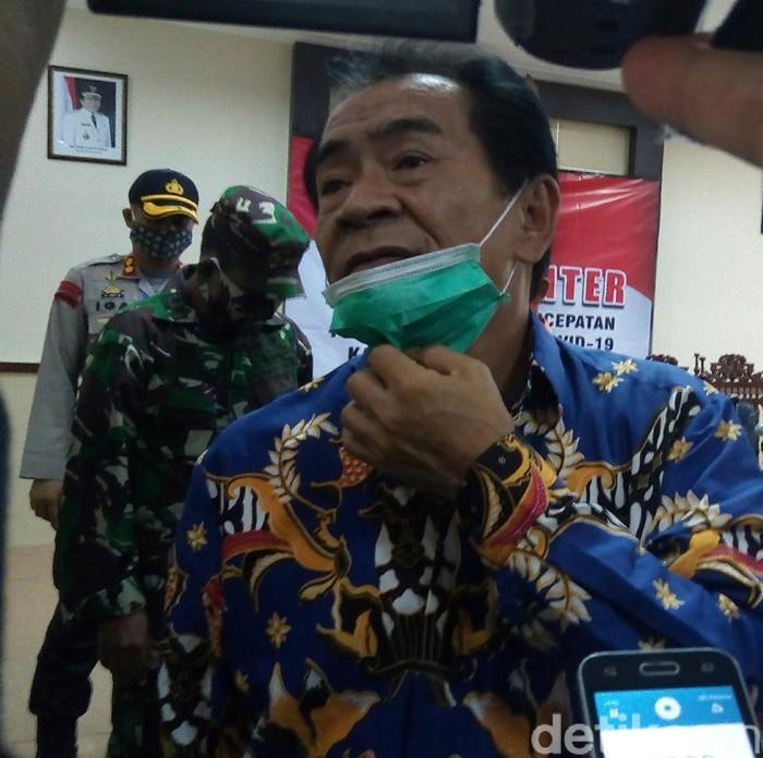 Bupati Banjarnegara, Budhi Sarwono saat jumpa pers di kantornya, Kamis (30/4/2020).