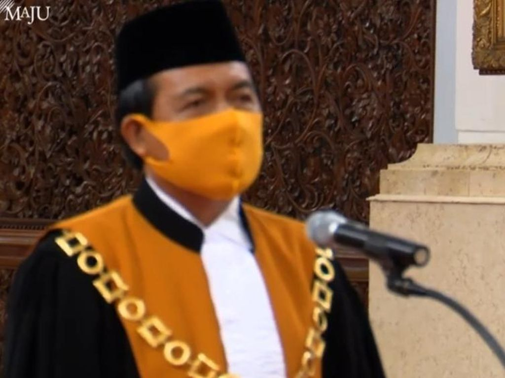 Jadi Ketua MA, Syarifuddin Bacakan Sumpah Jabatan di Depan Jokowi