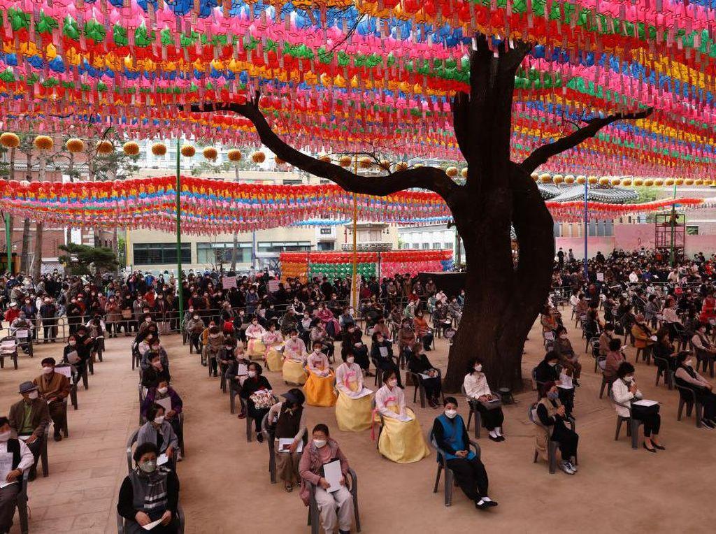 Ratusan Orang Rayakan Ultah Budha di Seoul